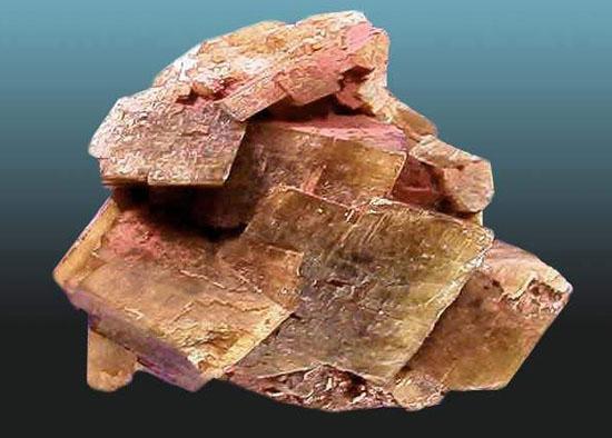 菱铁矿一般为晶体粒状或不显出晶体的致密块状